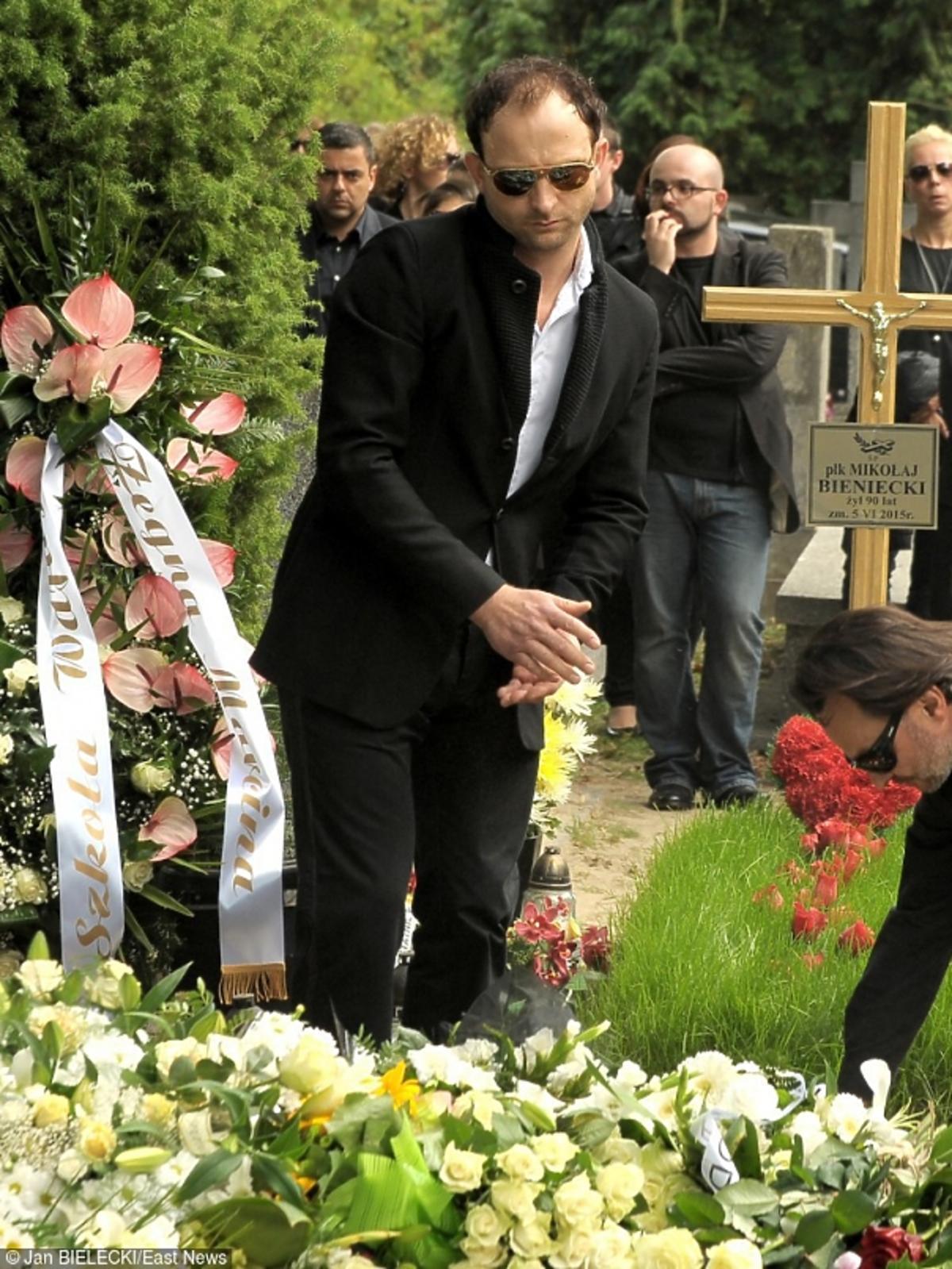 Borys Szyc na pogrzebie Marcina Wrony