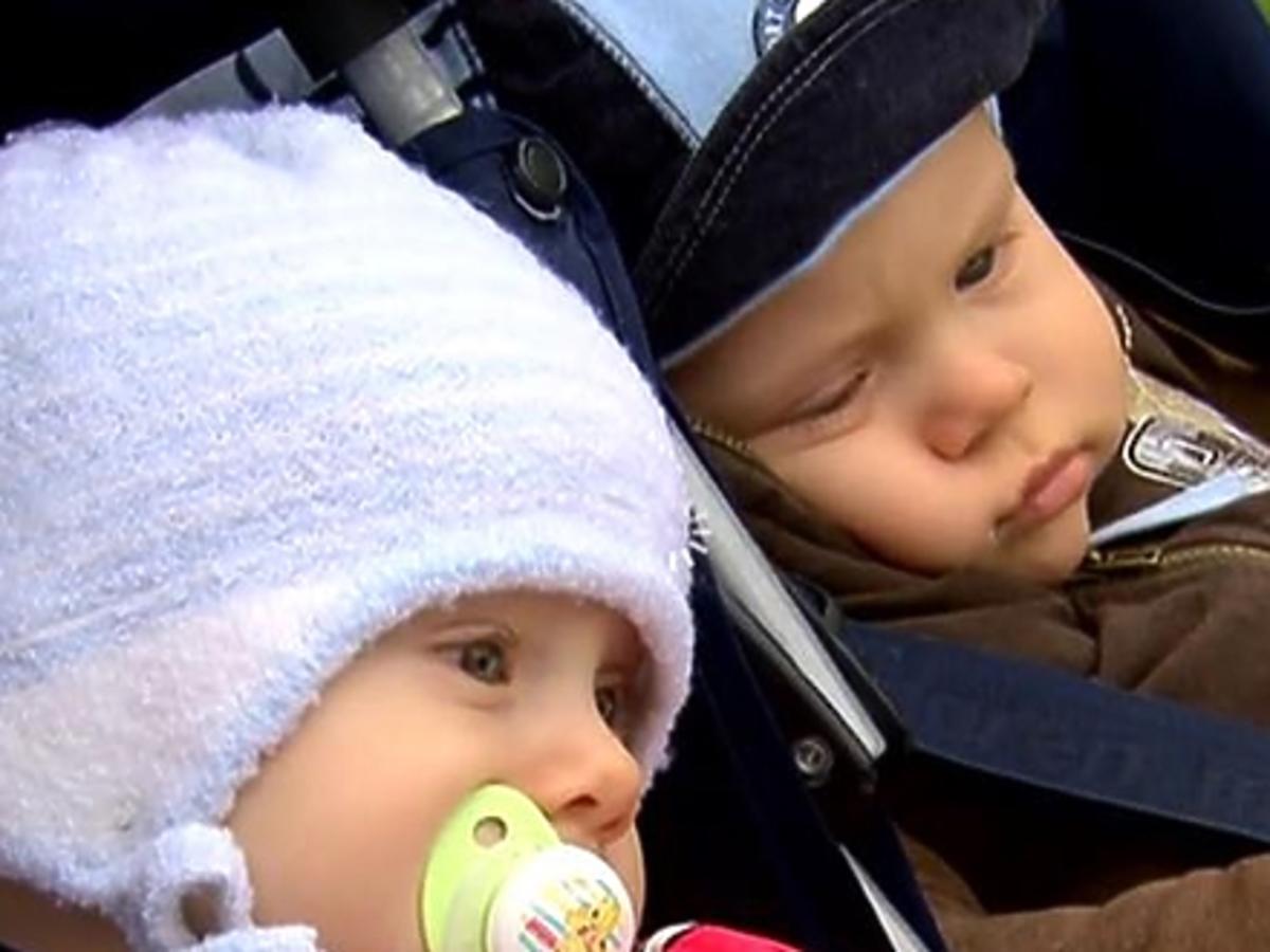 Barbara Sienkiewicz i jej dzieci na spacerze w telewzji