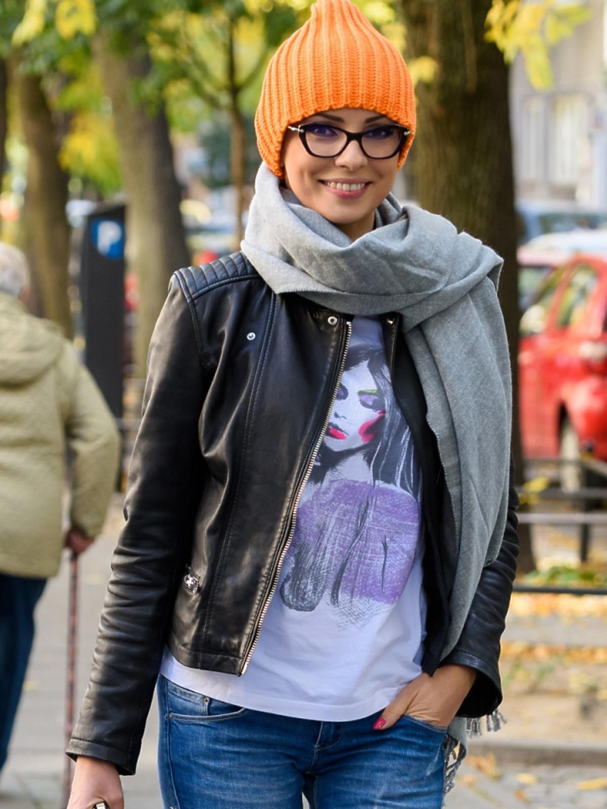 Dorota Gardias w pomarańczowej czapce