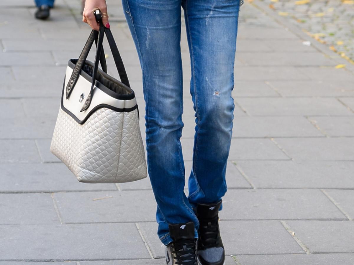 Dorota Gardias w szerokich dżinsach