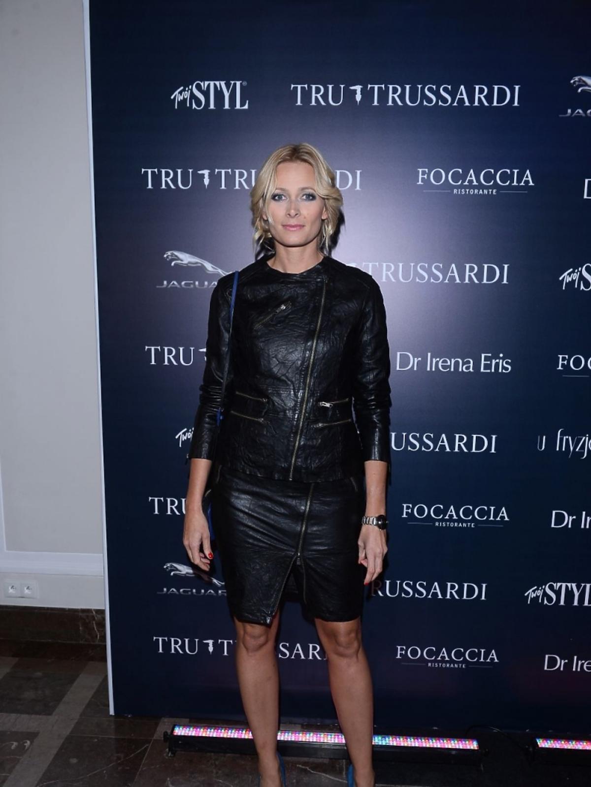 Odeta Moro w czarnej skórzanej sukience