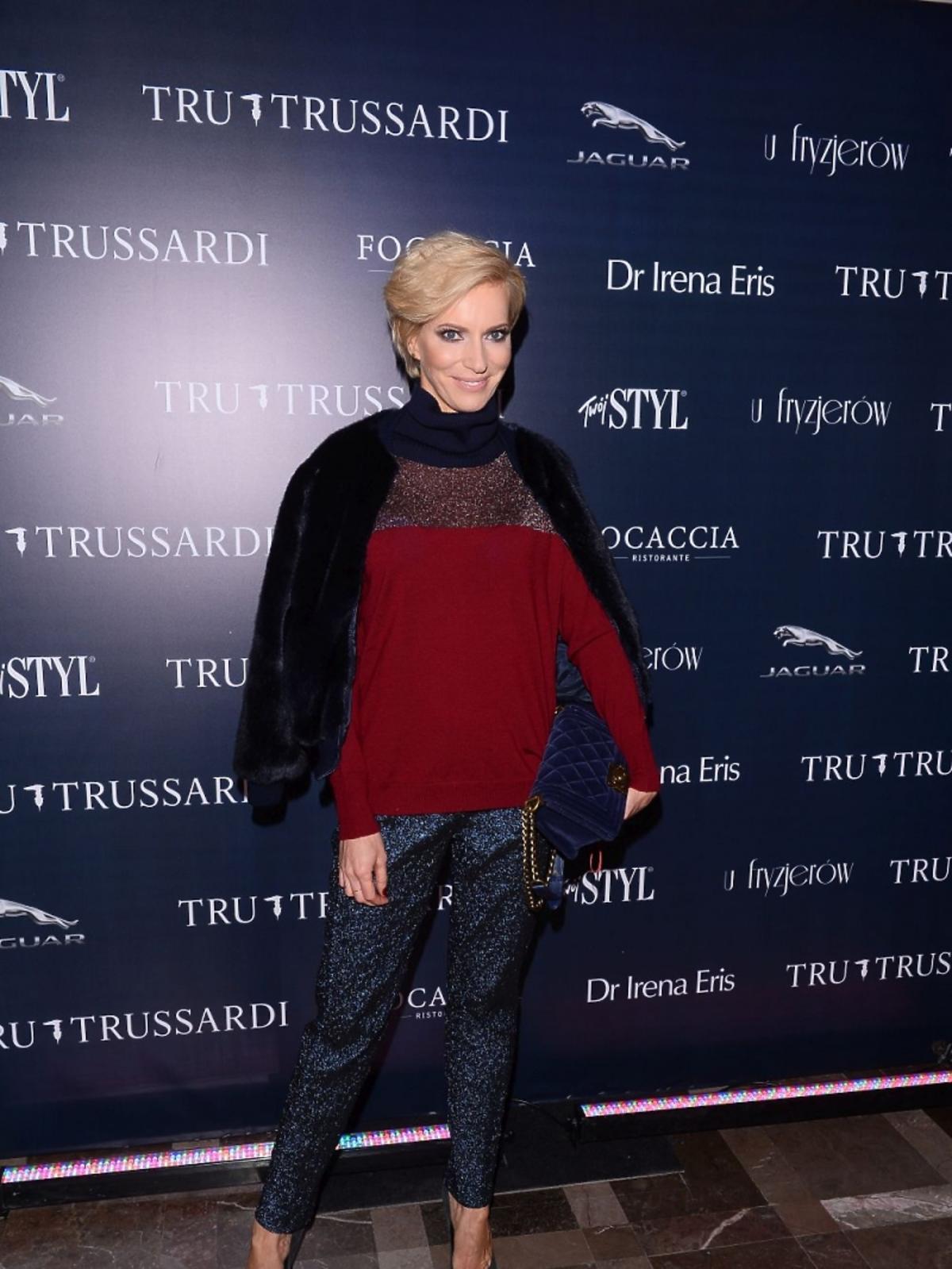 Paulina Smaszcz Kurzajewska w czerwonym swetrze