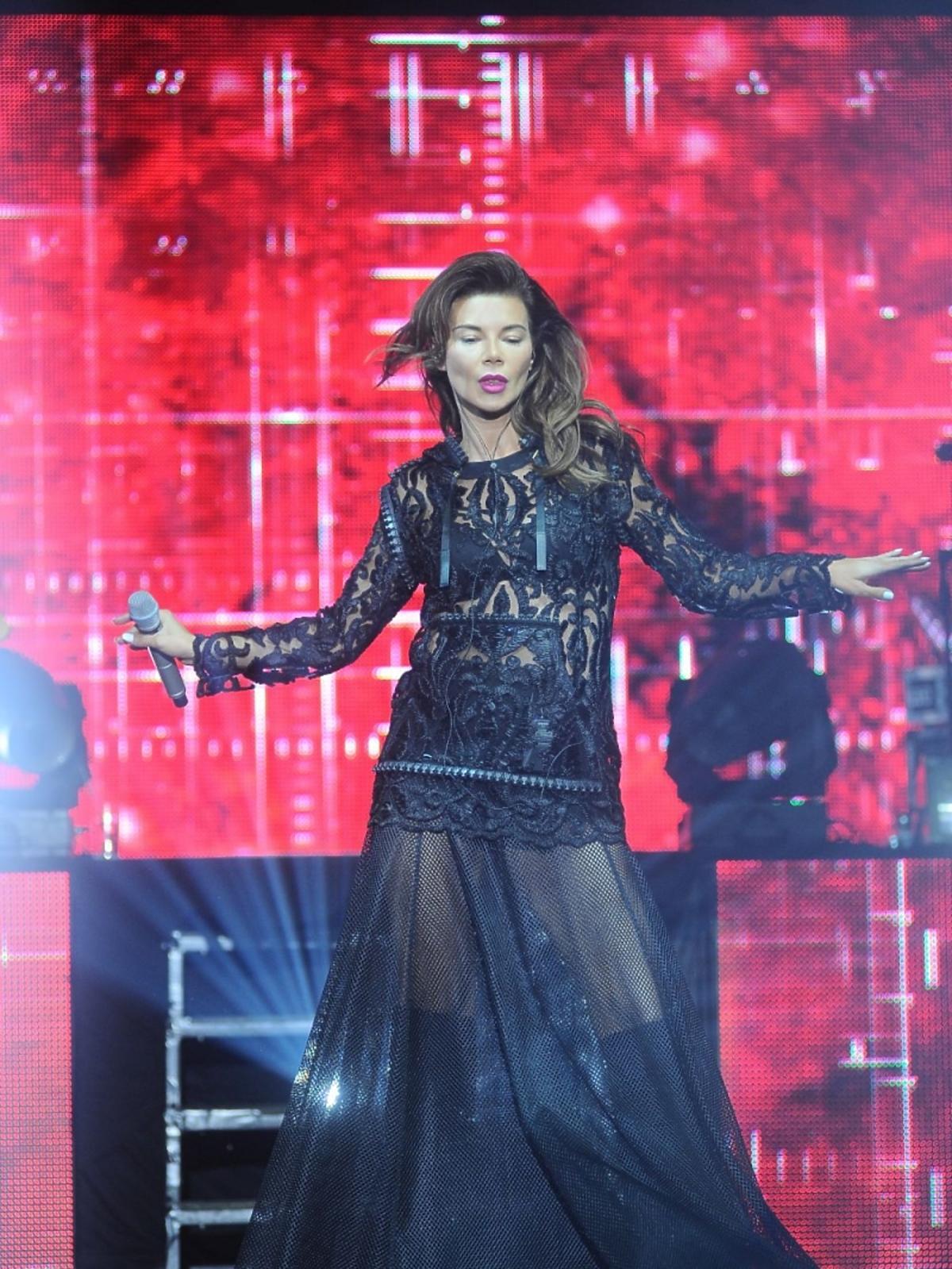 Edyta Górniak w czarnej sukni