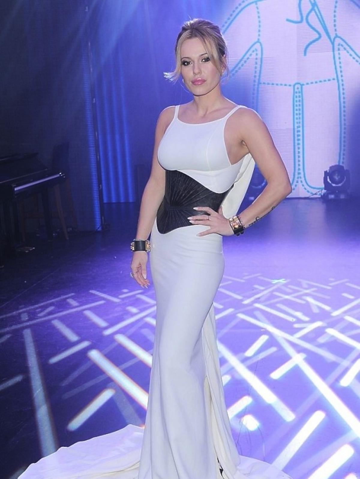 Biała suknia Dsquared, 14000 zł