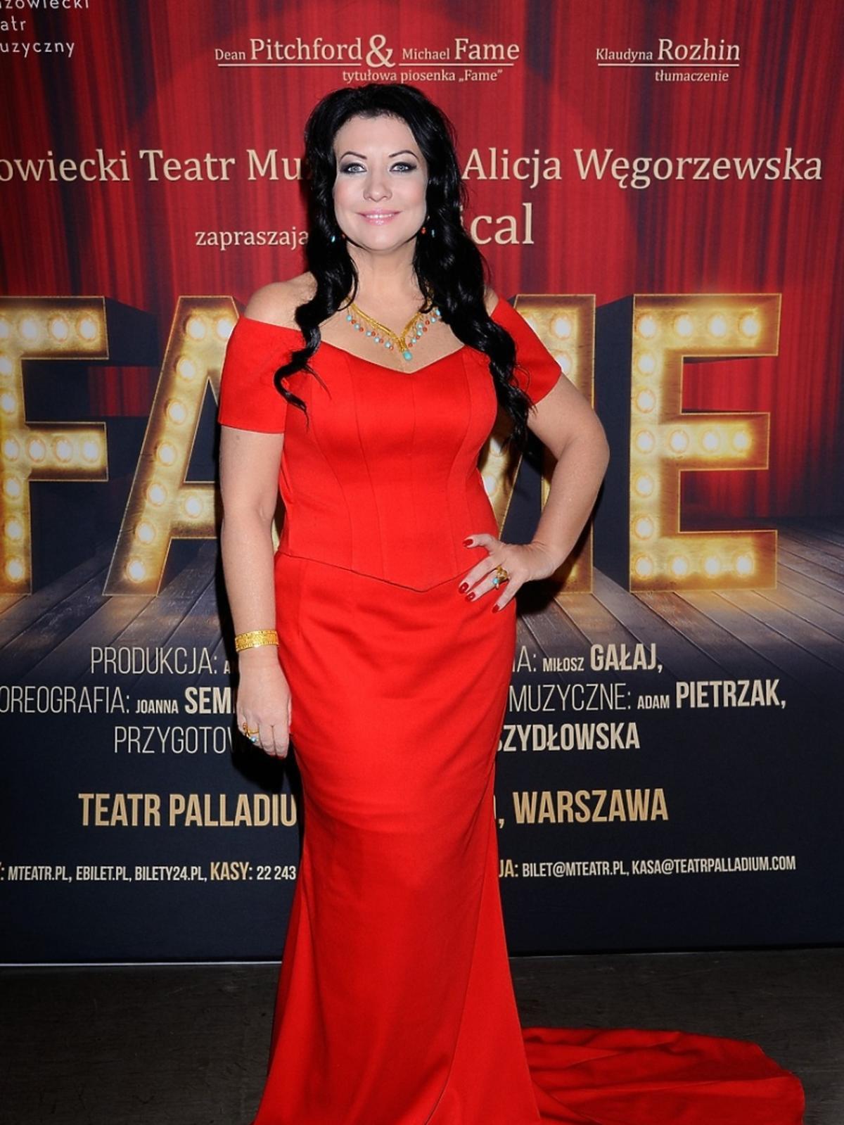 Alicja Węgorzewska w czerwonej sukni