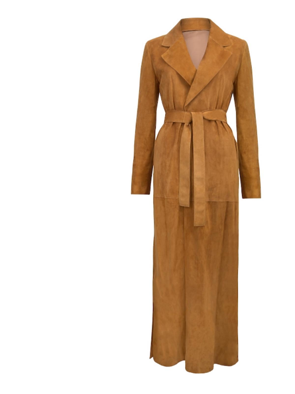 Długi płaszcz w brązowymn kolorze