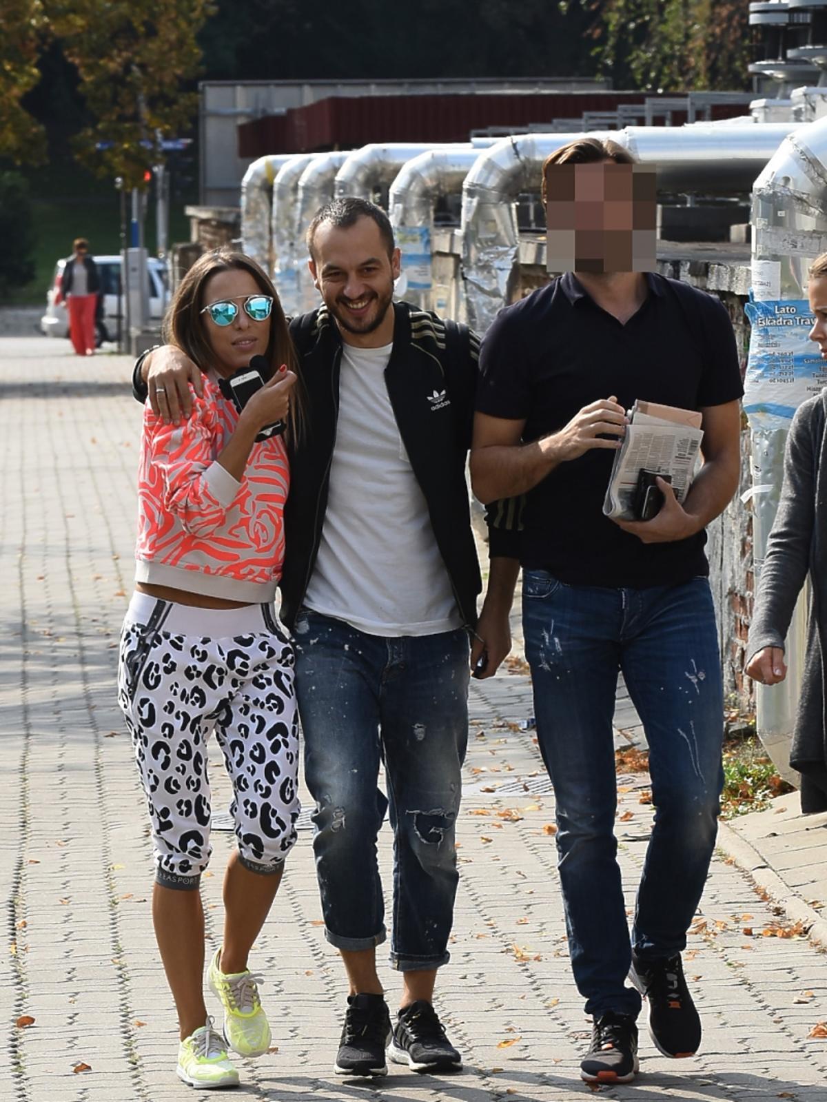 Ewa Chodakowska w sportowej stylizacji spaceruje po Warszawie