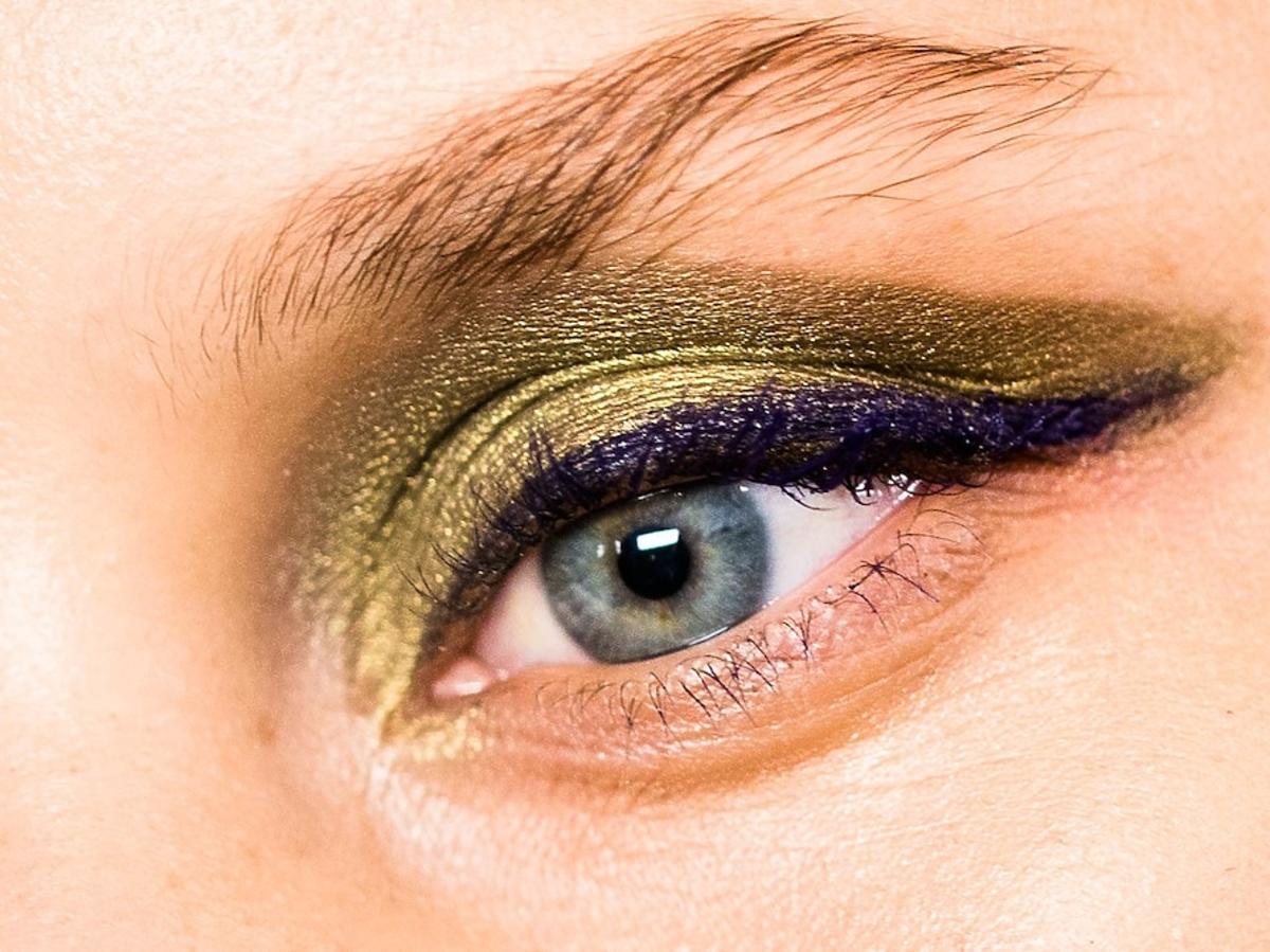Makijaż na jesień - metaliczne smoky eye