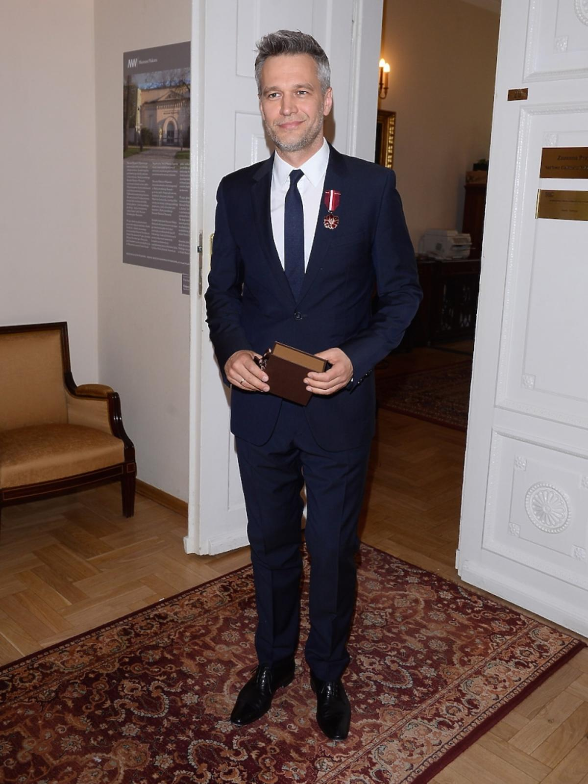 Michał Żebrowski na rozdaniu medali Gloria Artis