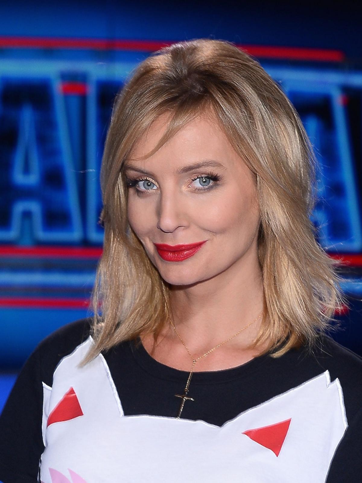 Agnieszka Szulim w koszulce z nadrukiem