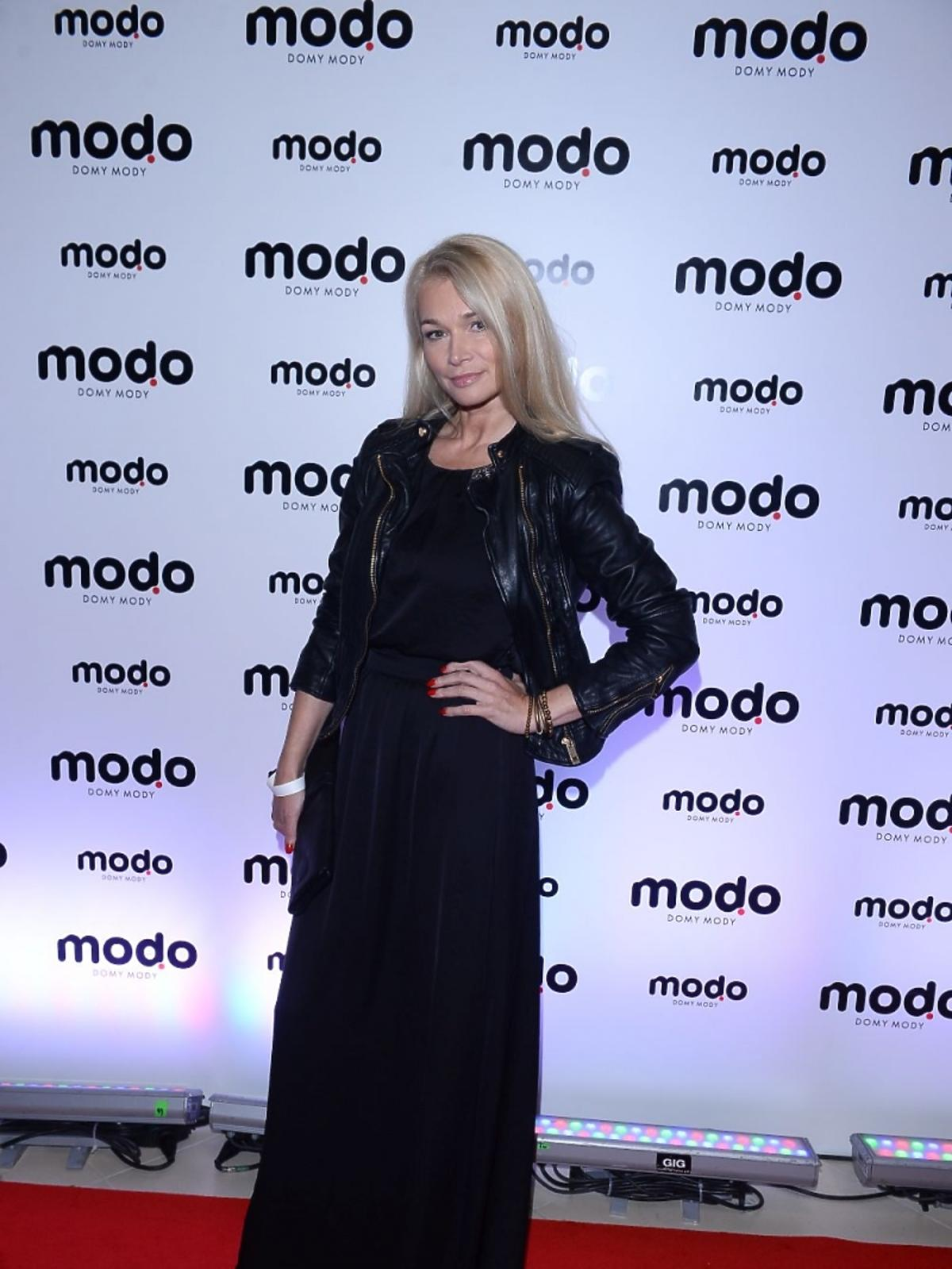 Ewa Pacuła w czarnej sukni