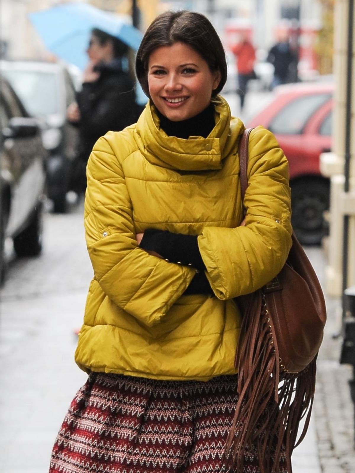 Agnieszka Sienkiewicz w żółtej kurtce