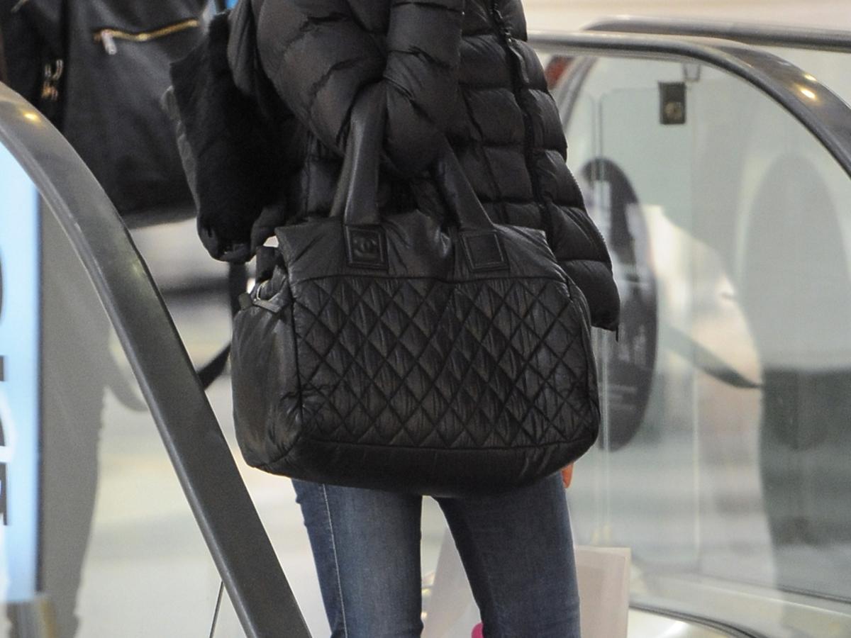 Magdalena Ogórek z czarną torbą Chanel