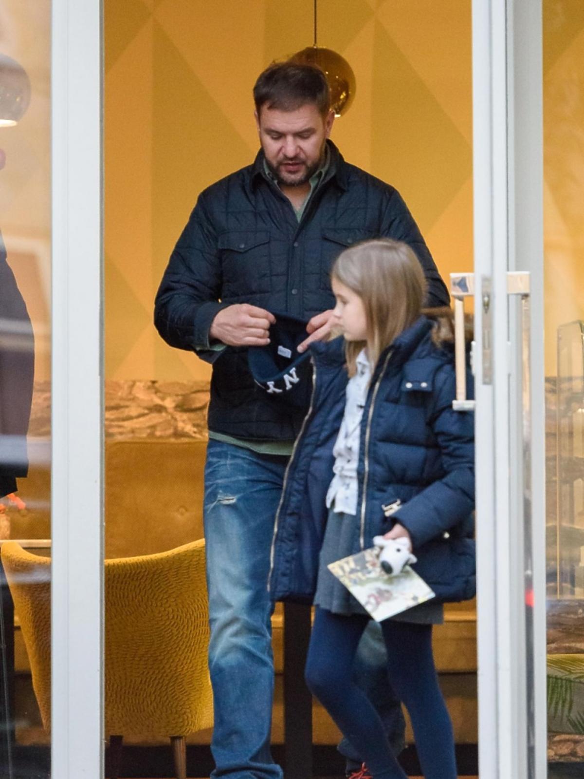 Tomasz Karolak z córką w restauracji