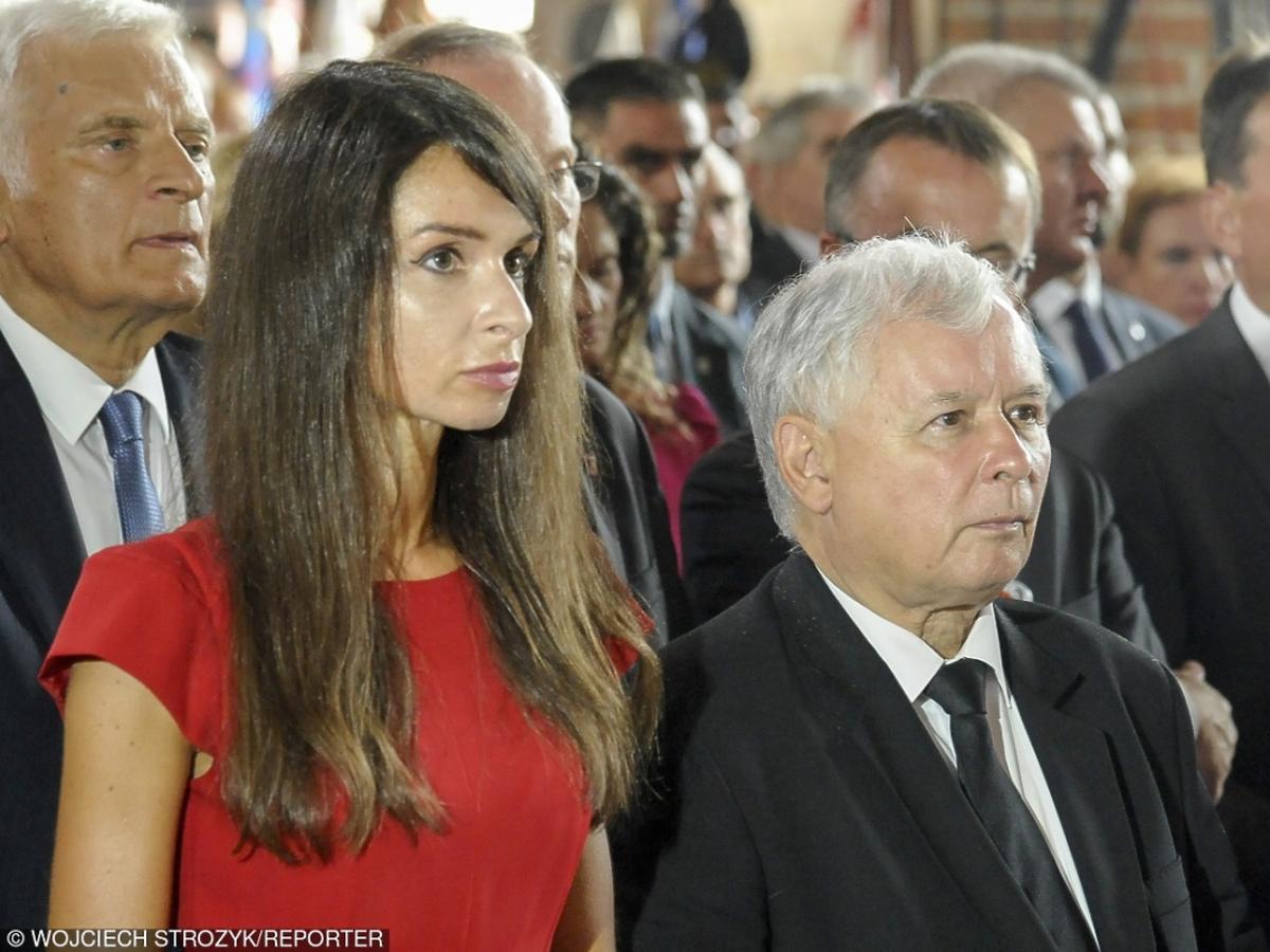 Marta Kaczyńska ze stryjem Jarosławem modlą się w kościele