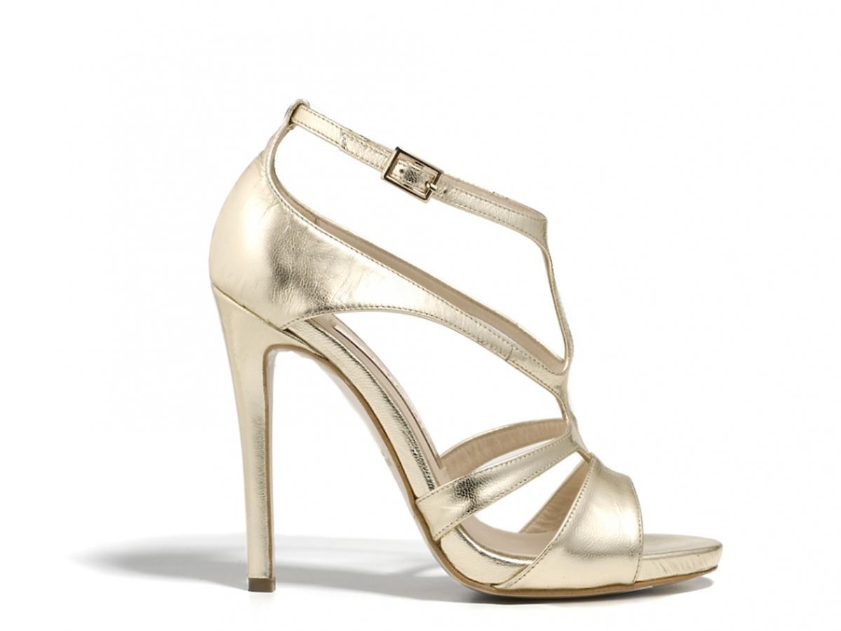 metaliczne sandałki na szpilce w złotym kolorze