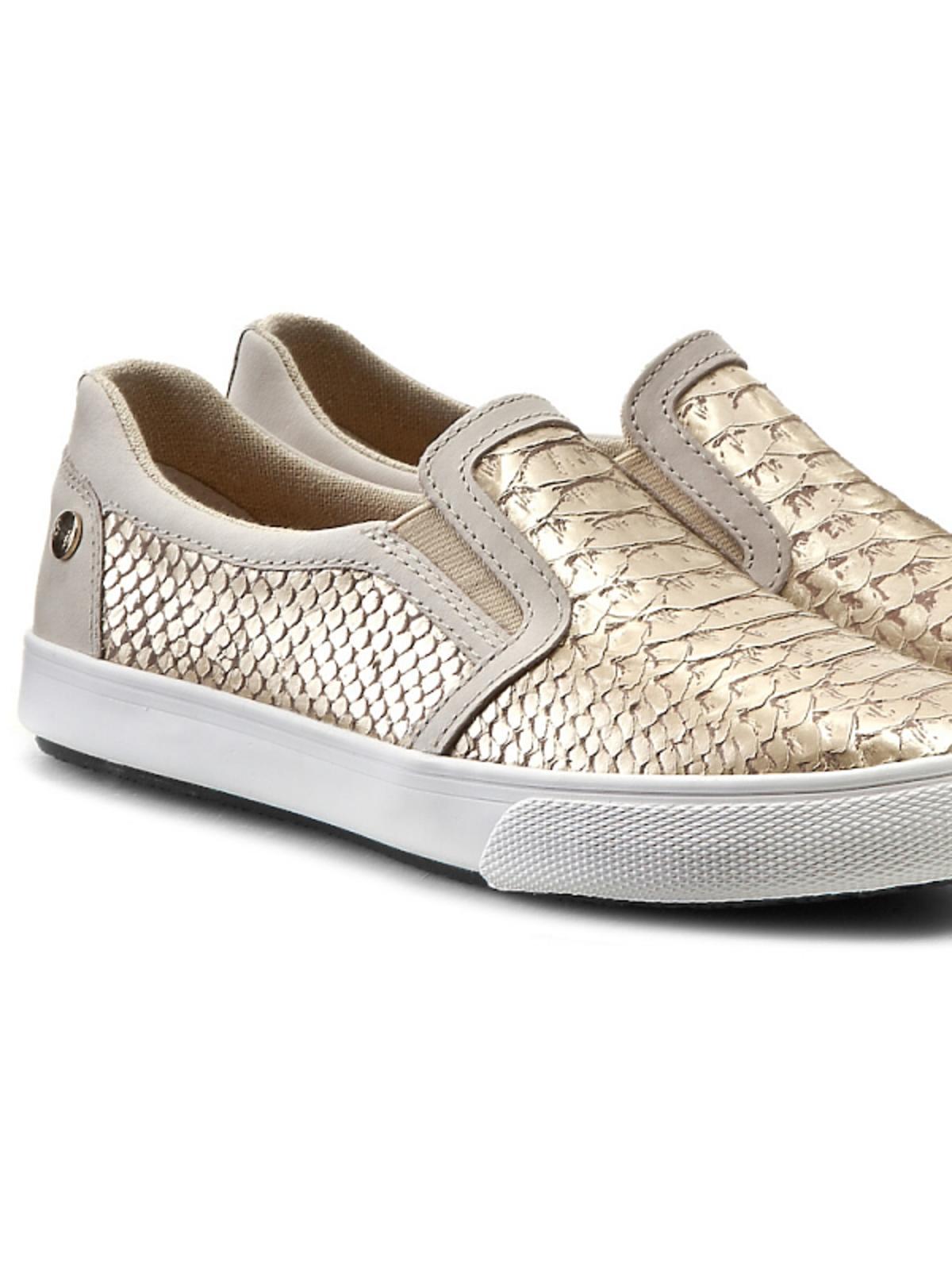 metaliczne buty na płaskiej podeszwie w złotym kolorze