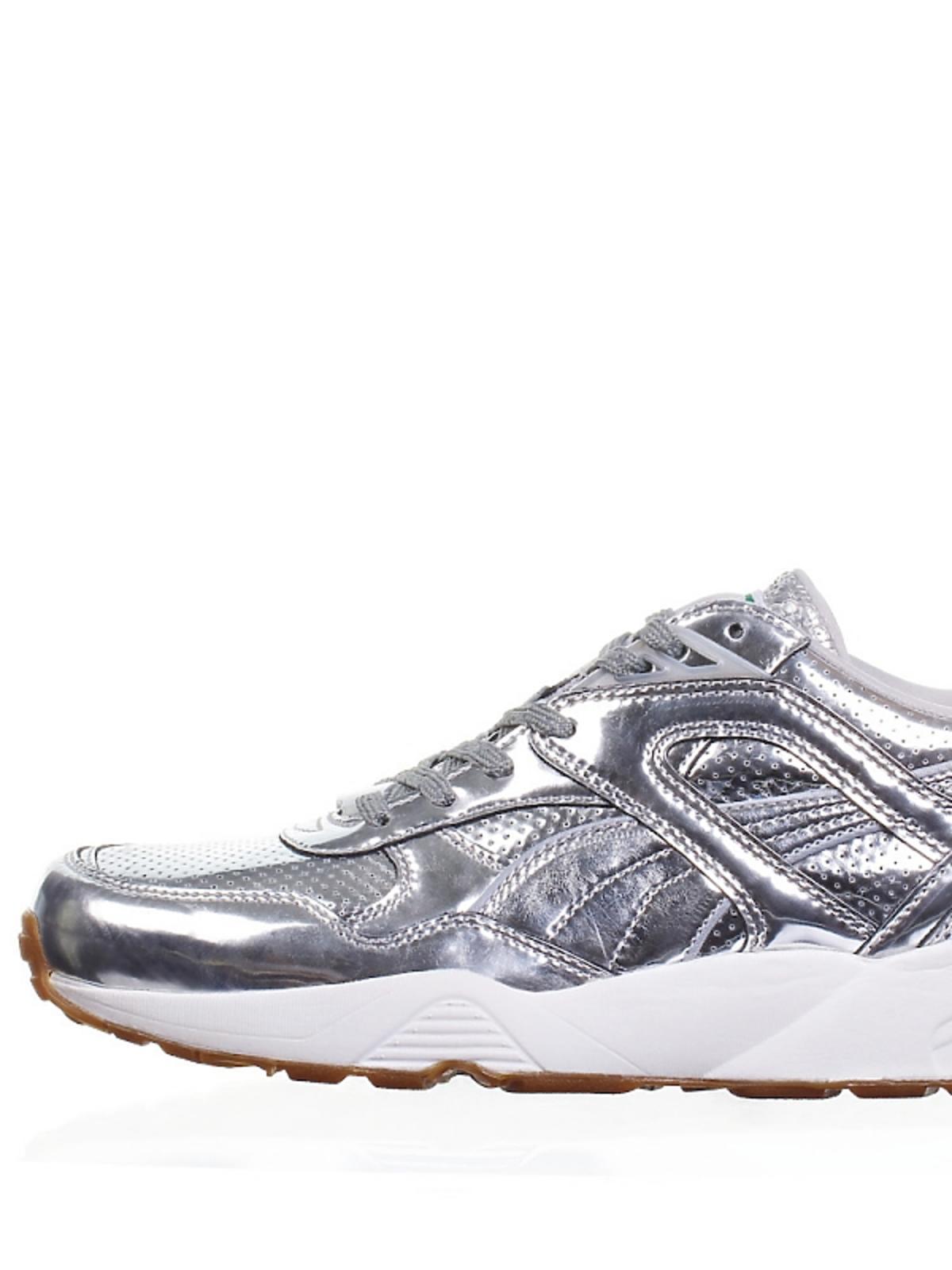 metliczne buty sportowe w srebrnym kolorze na białej podeszwie