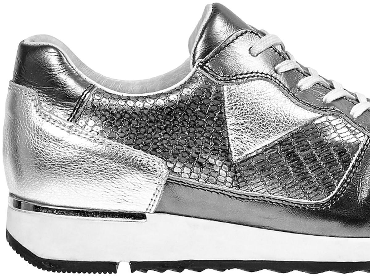 metaliczne  buty sportowe w srebrnym kolorze