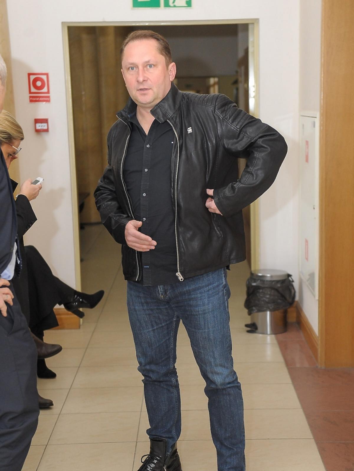 Kamil Durczok w sądzie w dżinsach