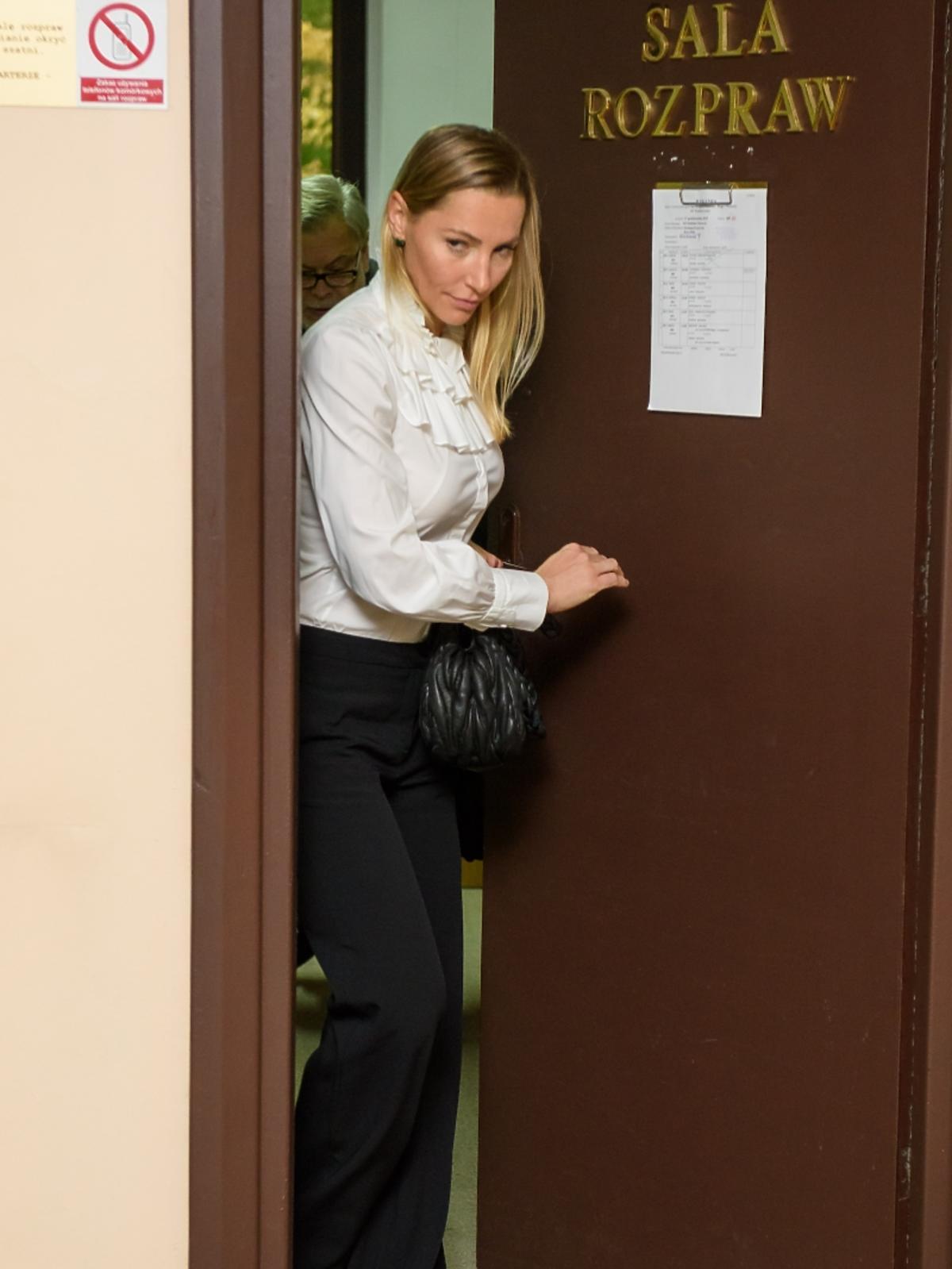 Sylwia Gruchała w czarnych spodniach