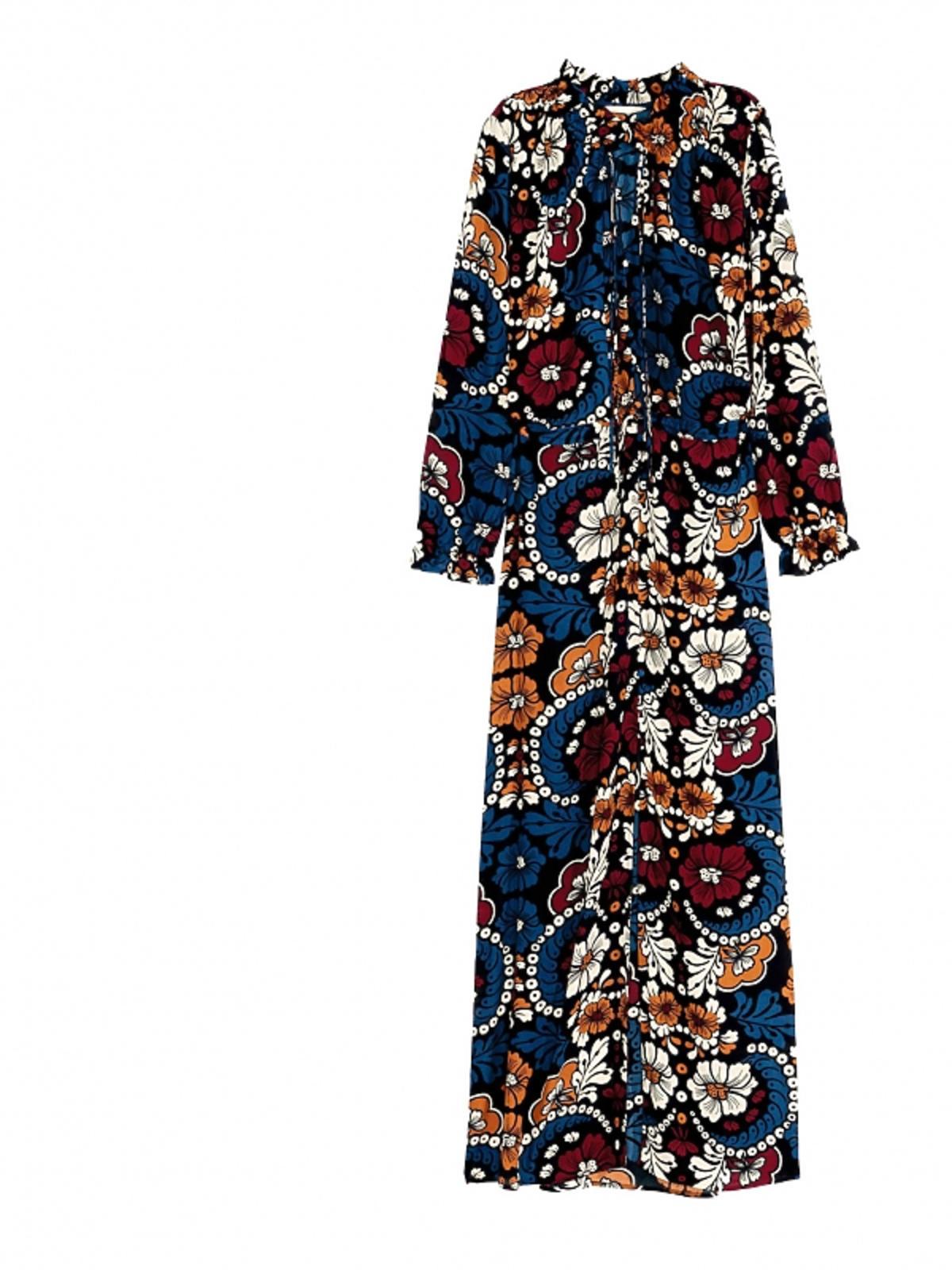 długa niebieska sukienka w kolorowe kwiaty