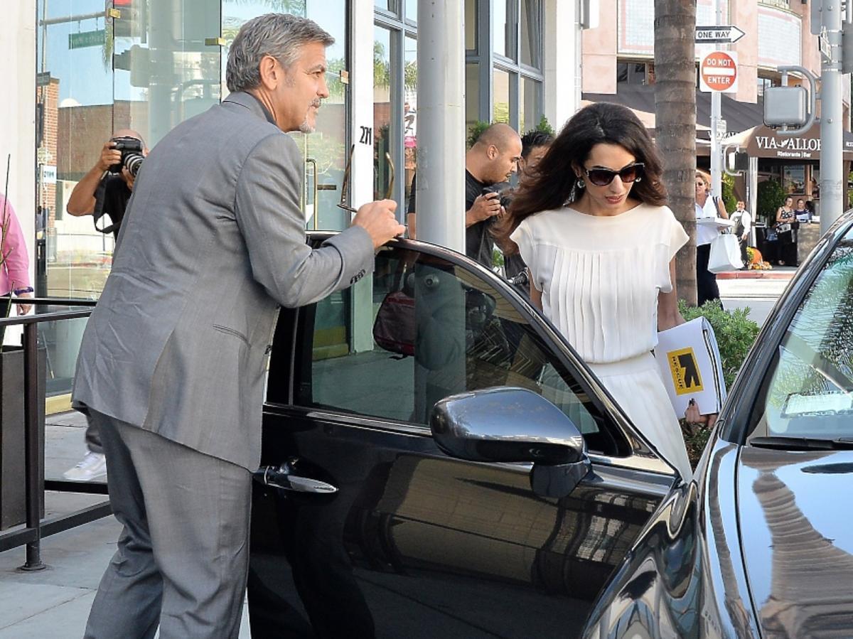 George i Amal Clooney na ulicy