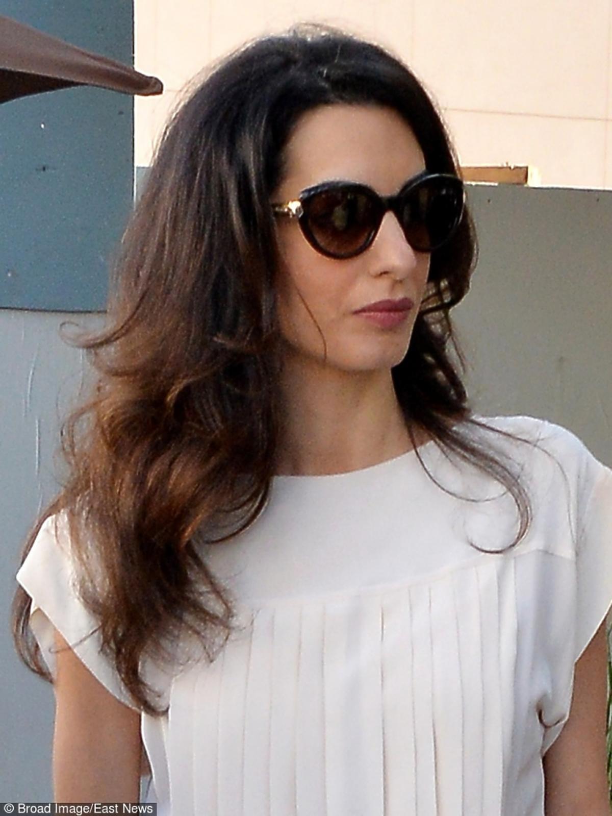 Amal Clooney w okularach przeciwsłonecznych
