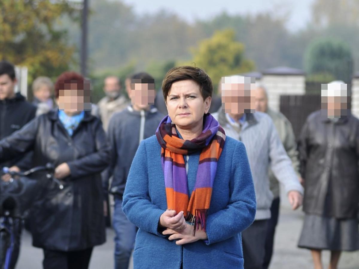 Beata Szydło w czarnych spodniach