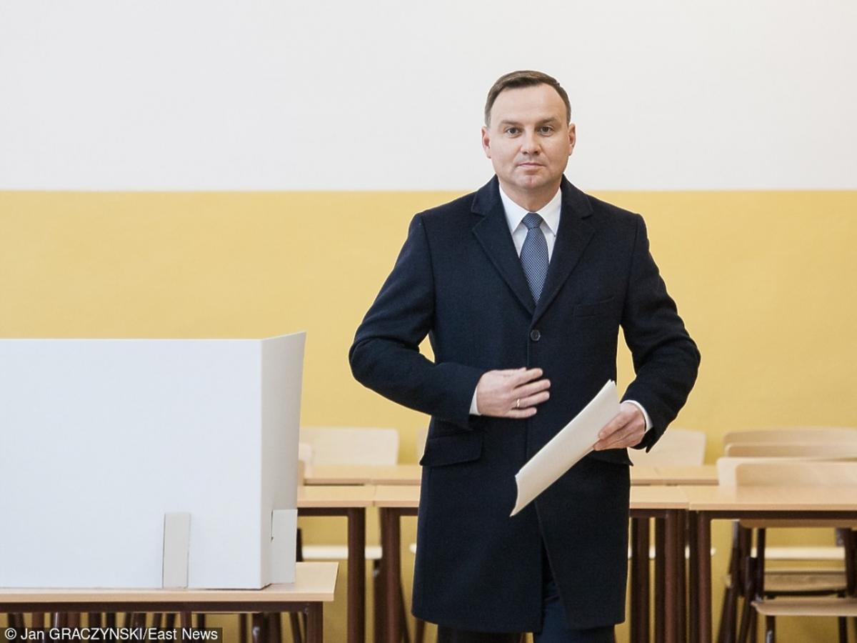 Andrzej Duda z papierami