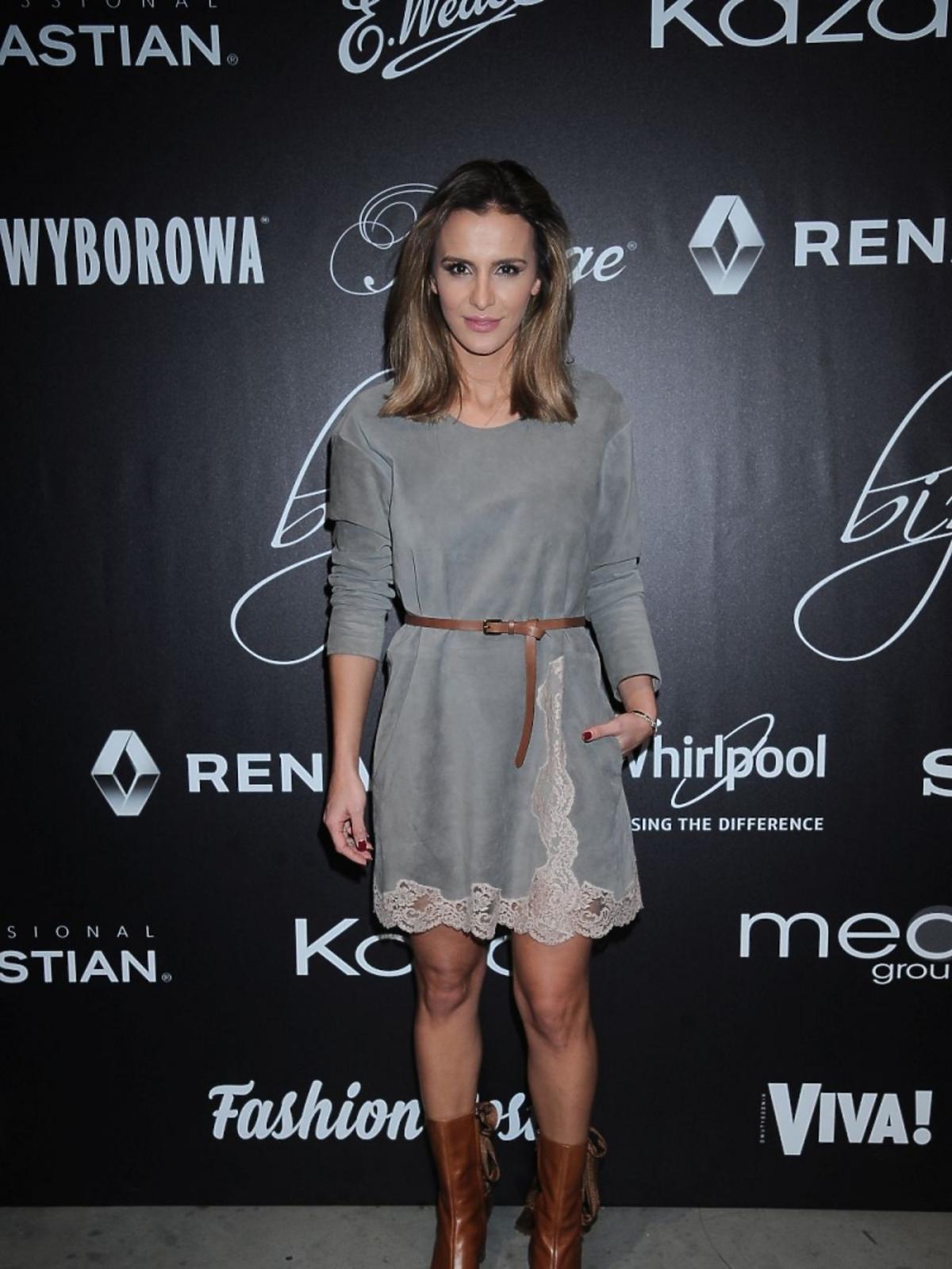 Sara Boruc w brązowych butach