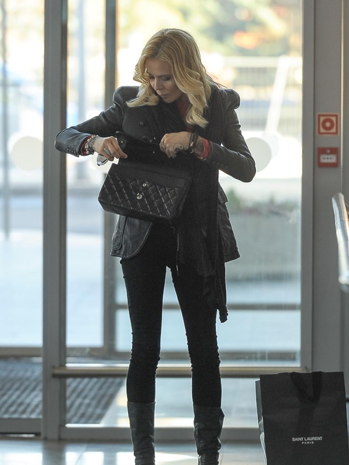 Maja Sablewska na lotnisku
