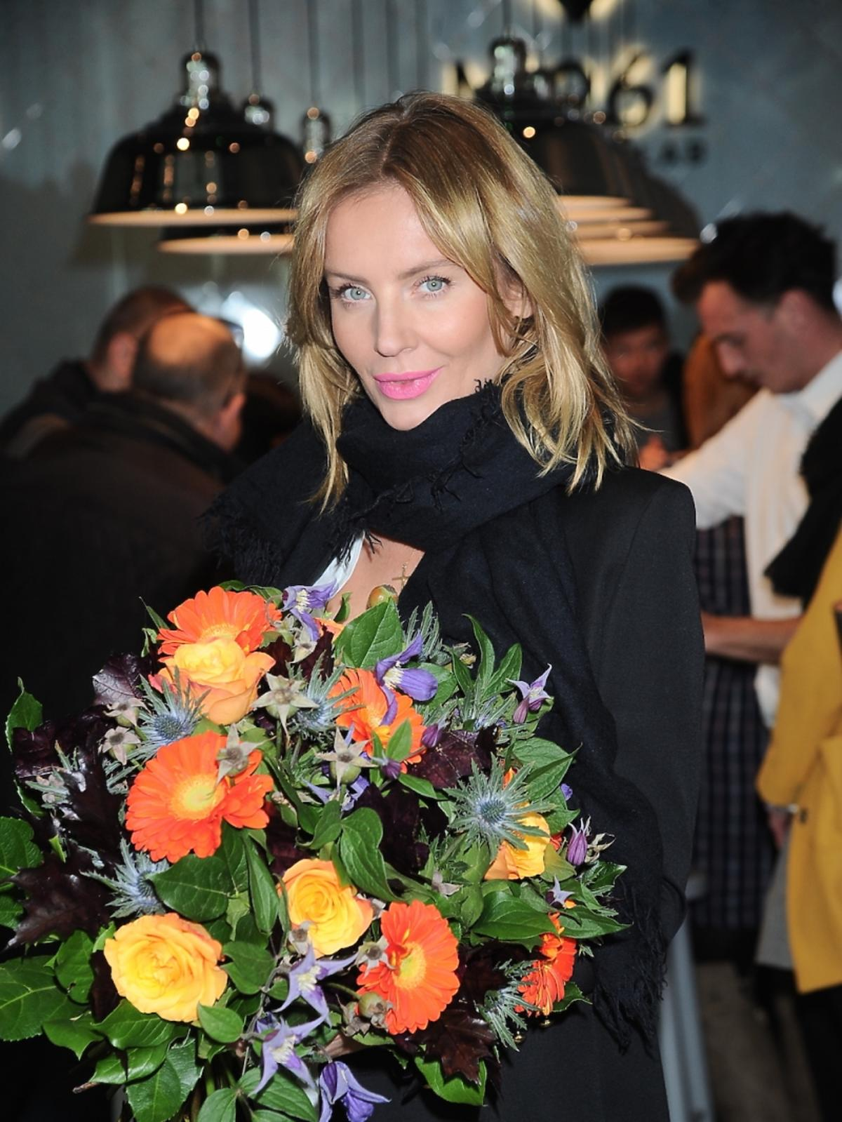 Agnieszka Szulim w czarnym płaszczu