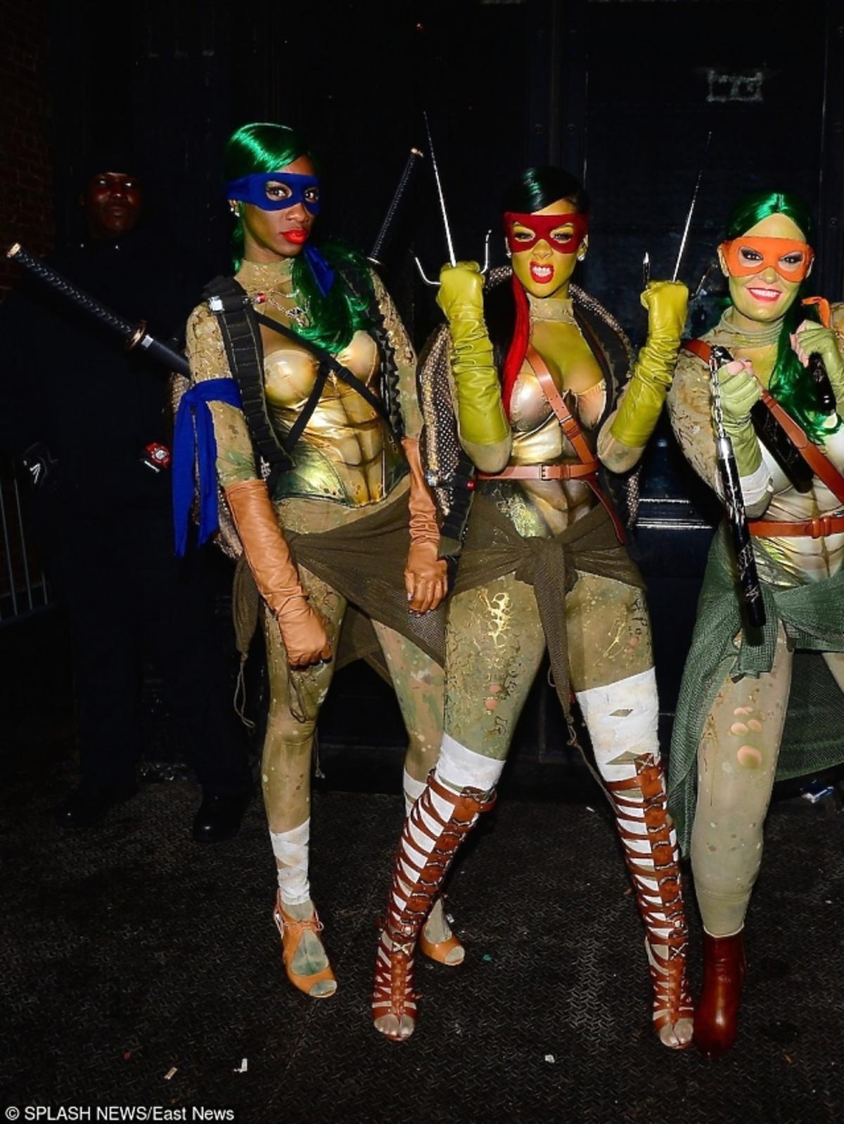Rihanna z przyjaciółmi podczas Halloween.