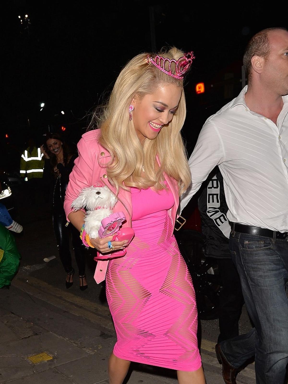 Rita Ora podczas halloweenowego party.