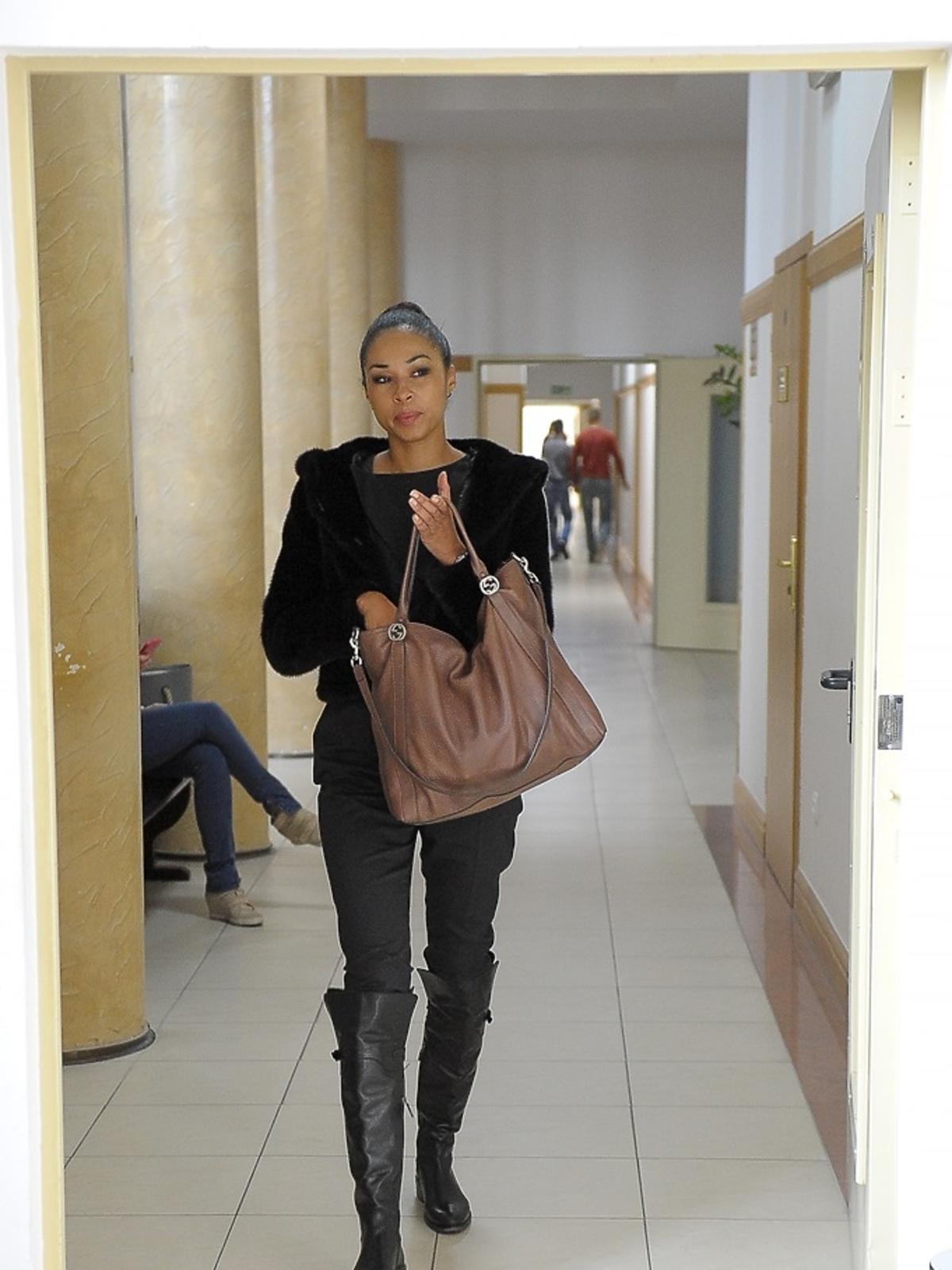 Omena Mensah w sądzie