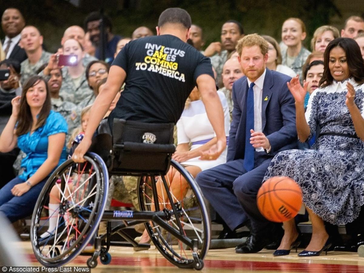 Księżę Harry i Michelle Obama na meczu koszykówki