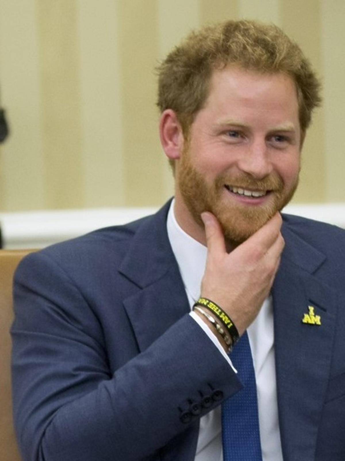 książę Harry z brodą