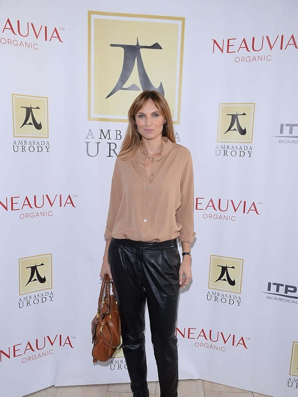 Sylwia Gliwa w różowej bluzce