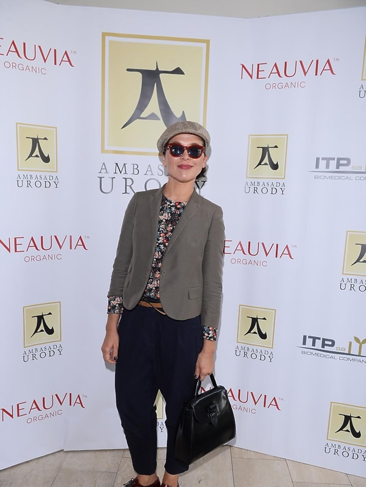 Katarzyna Herman w czapce i okularach przeciwsłonecznych