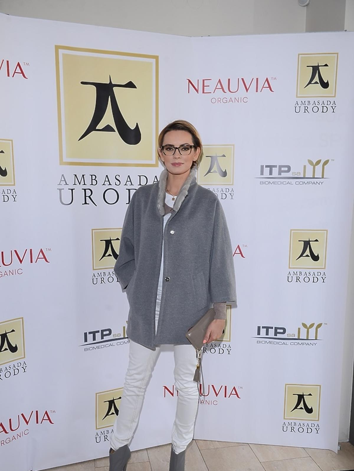 Dorota Gardias w szarnym płaszczu