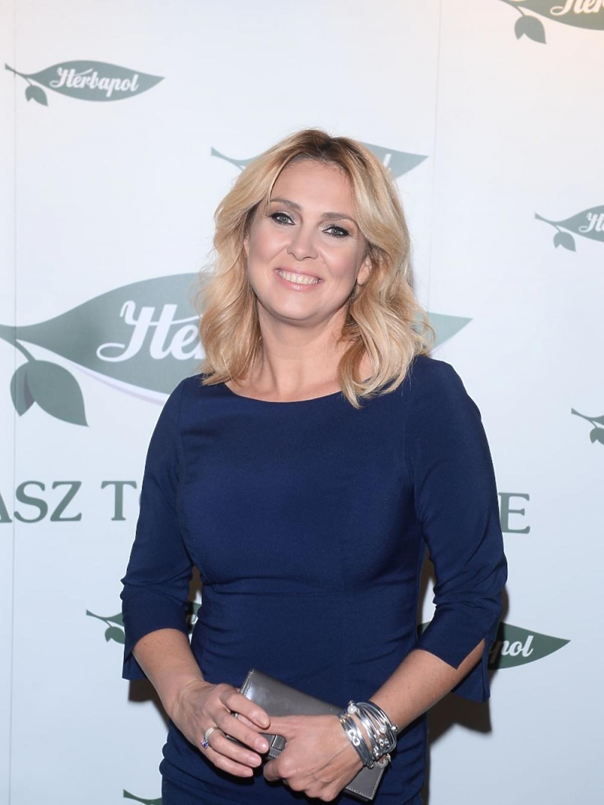 Ewa Wachowicz w granatowej sukience