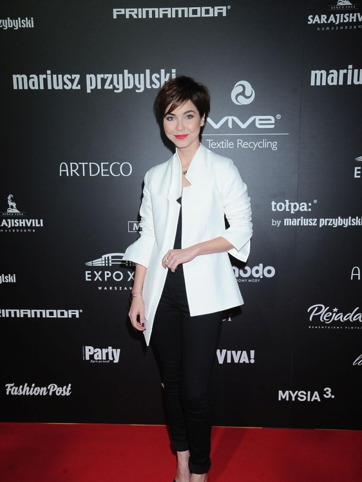 Paulina Drażba w białej marynarce