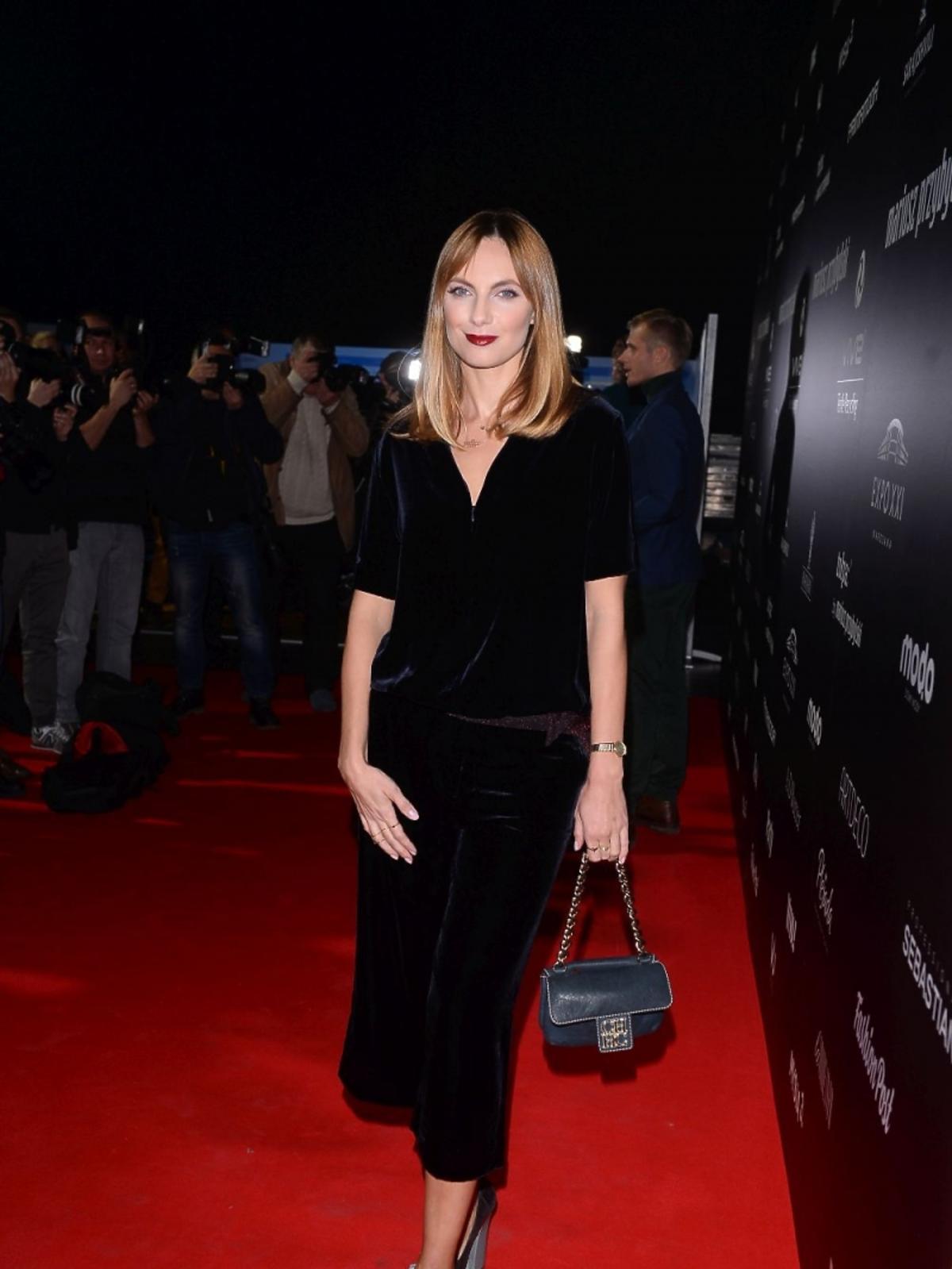 Sylwia Gliwa w czarnej aksamitowej sukience
