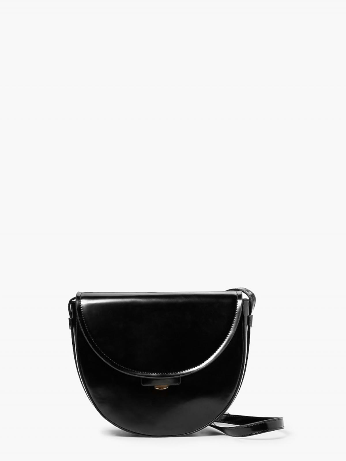 Czarna torba z paskiem