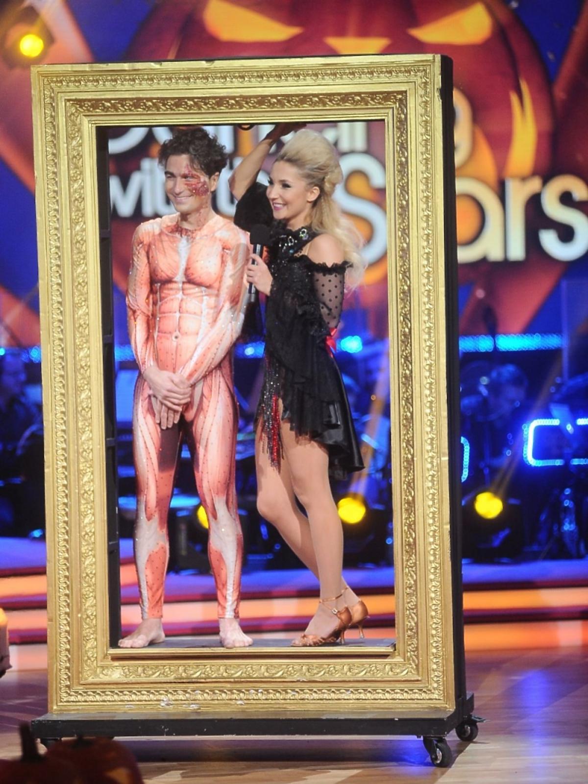 Jan Kliment w kostiumie kościotrupa i Cleo z natapirowanymi włosami w Tańcu z Gwiazdami