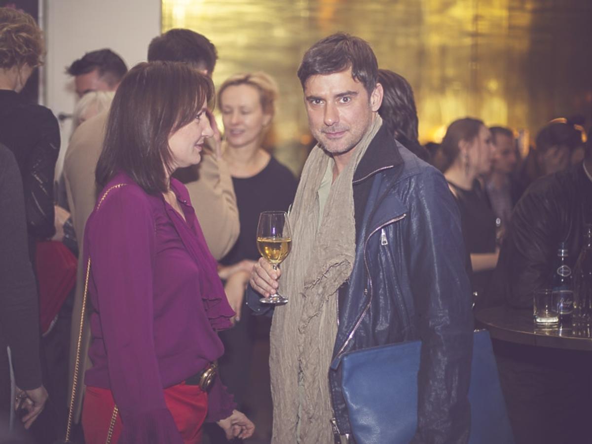 Marcin Tyszka w niebieskiej kurtce na 2. urodzinach DYKF