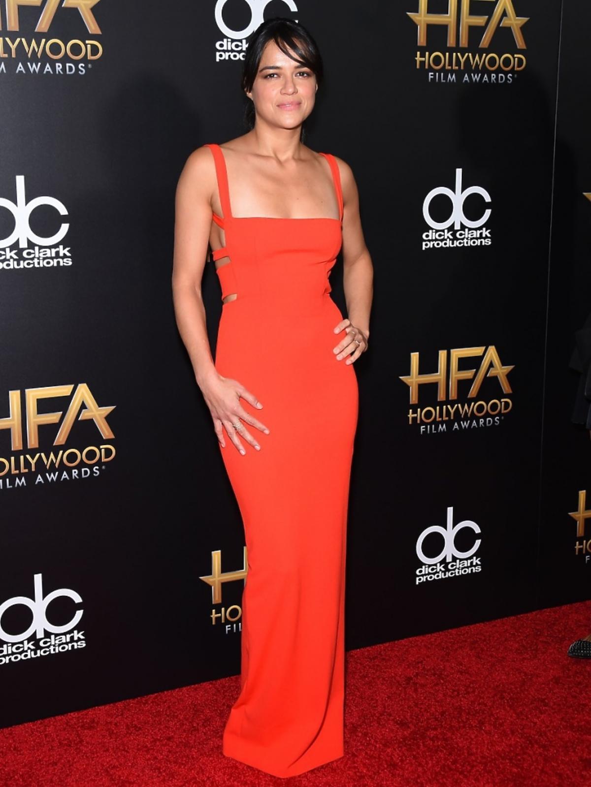 Michelle Rodriguez w czerwonej sukni