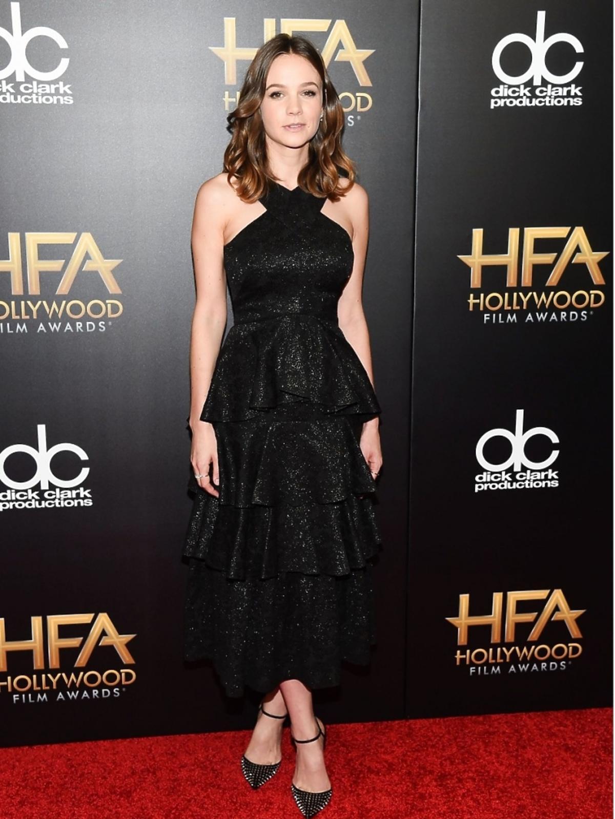 Carey Mulligan w czarnej sukience