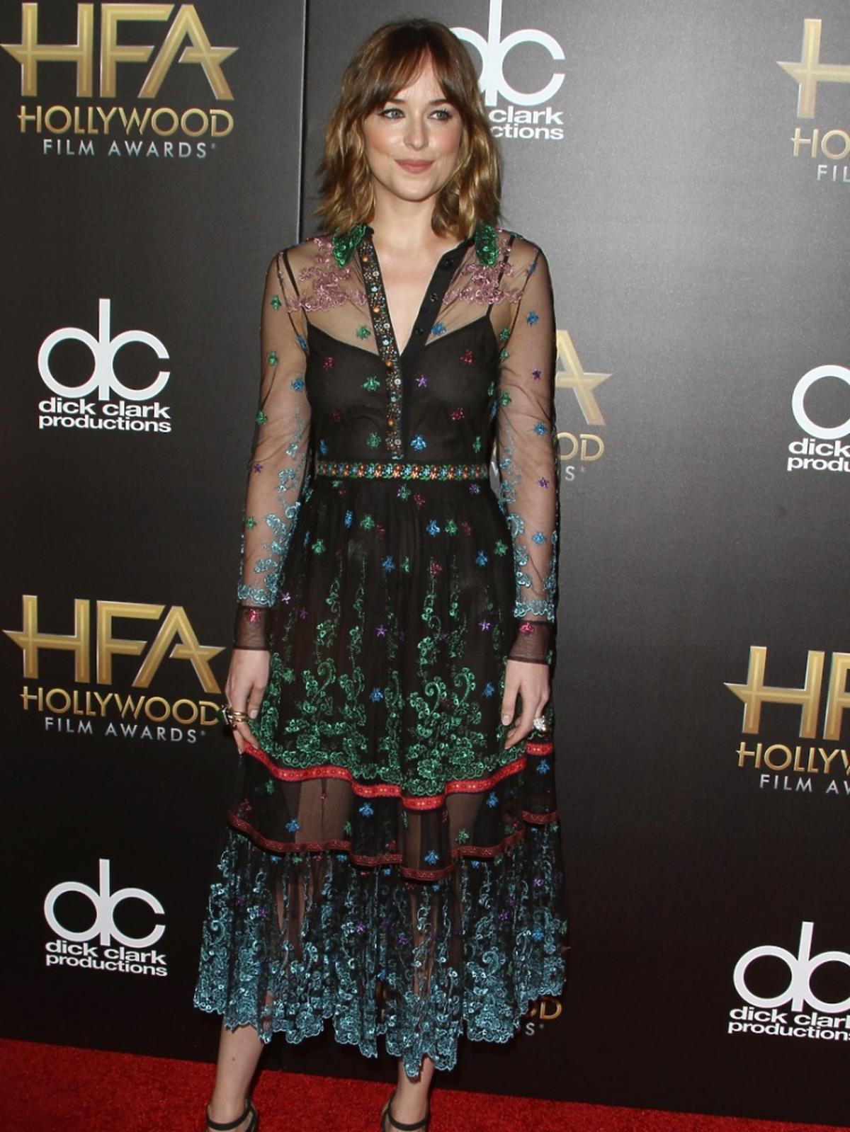 Dakota Johnson w prześwitującej sukience